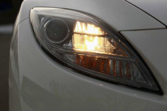 CAA-Québec recommande à tous les automobilistes de faire vérifier l'état  de leurs phares fréquemment et d'apporter les correctifs nécessaires  afin de maximiser leur luminosité.