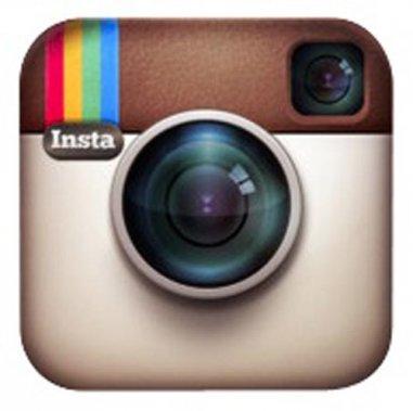 Transforme les photos prises avec le téléphone ou l'iPad et les rend plus cool tout en les affichant sur un babillard. PLUS: Instagram... ()