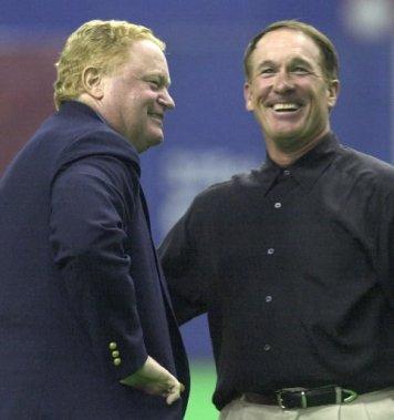 Deux légendes des Expos, Rusty Staub et Gary Carter, lors du match d'ouverture de l'équipe en 2001. (Bernard Brault, La Presse)