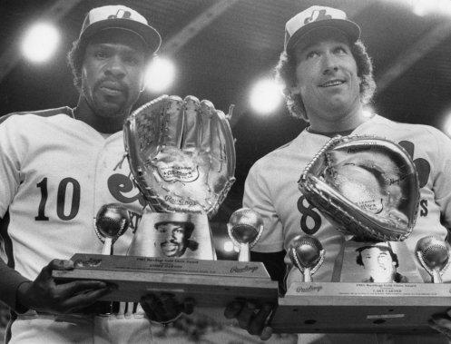 Andre Dawson et Gary Carter ont mérité un gant d'or qui leur a été remis au cours d'une cérémonie d'avant-match au Stade olympique, en 1982. (Denis Courville, La Presse)