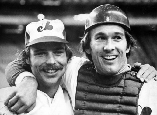 Gary Carter (à droite) avec le lanceur Dan Schatzeder en 1977. (René Picard, La Presse)