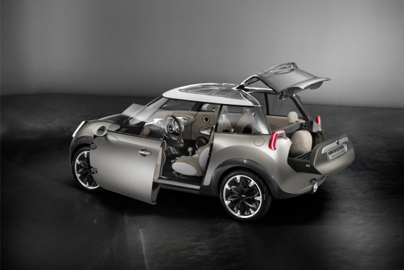 Outre sa petite taille (3419 mm, 304 de moins que la MINI actuelle)  correspondant à peu près à la Morris Mini Minor originale de 1959, les  trois portes de la MINI Rocketman avaient fait sensation pour leur ingéniosité mécanique et  esthétique.