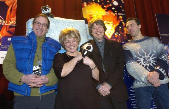 Michel Labrecque, Alain Simard, Chantal Jolis et le conteur Jean-Marc Massie lors de la présentation de la programmation de Montréal en lumière en 2004. (Photo Rémi Lemée, La Presse)