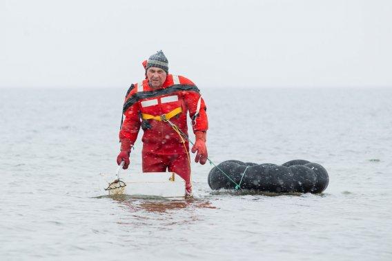 Ghislain Vigneau, à la pêche à la palourde. (Photo: Édouard Plante-Fréchette, La Presse)