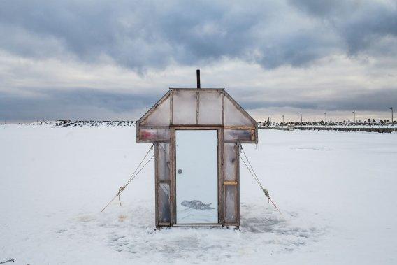 Une cabane pour la pêche sur glace à L'Étang-du-Nord. (Photo: Édouard Plante-Fréchette, La Presse)