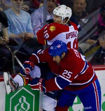 Brad Staubitz du Canadien s'en prend contre Scottie Upshall des Panthers. (Photo: André Pichette, La Presse)
