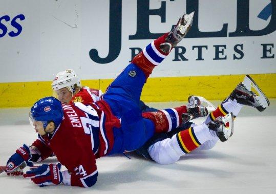 Alexei Emelin du Canadien trébuche contre Sean Bergenheim des Panthers. (Photo: André Pichette, La Presse)