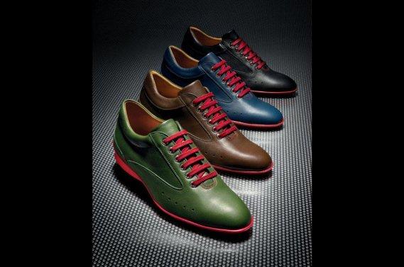 Les chaussures Aston Martin fabriquées par John Lobb.