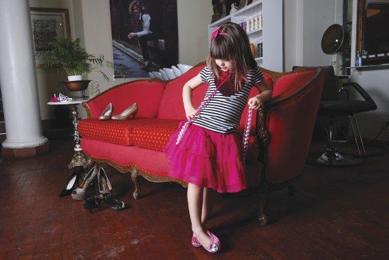 Pour les petites princesses de trois à huit ans, la collection Collini vient d'arriver à L'Aubainerie. Chandail 9,98 $, jupe 16,98 $ et sac à main 7,98 $ ()