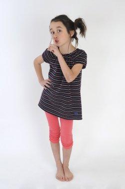 De la marque québécoise Bête pas Bête Design, haut tunique pour fillette 26,95 $ et legging court corail 19,95 $, www.betepasbetedesign.com ()