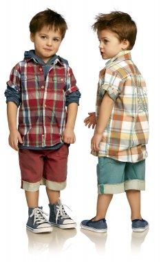 Les chemises à carreaux pour garçons et les bermudas de denim coloré (à partir de 29,95 $ chacun) feront «La belle vie» cet été dans cette collection du même nom chez Souris Mini. ()