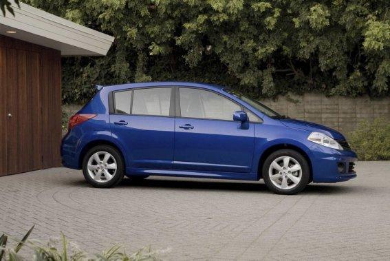 La Versa à hayon est proposée en deux versions (S et SL) alors que la berline en compte trois (S, SV et SL) à son catalogue. (Photo fournie par Nissan)