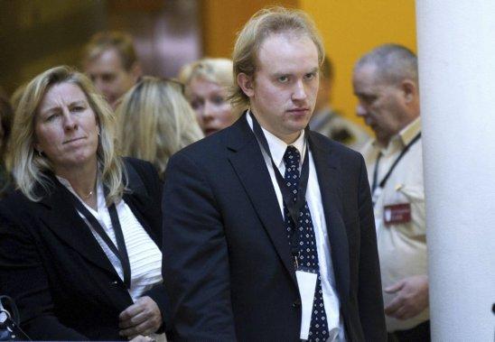 Bjoern Ihler, à gauche, a survécu au massacre de juillet 2011, sur l'île d'Utoeya. Il était présent à la Cour pour le début du procès Breivik. (Photo Daniel Sannum-Lauten, AFP)