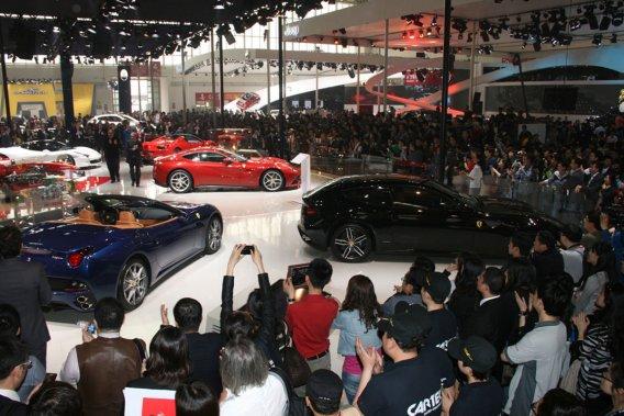 Le stand Ferrari au salon Auto China.