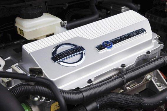 Le moteur électrique de la Leaf libère plus de puissance que celui de la i-Miev et assure des accélérations et des reprises étonnantes. Sur une prise conventionnelle (120V), la Nissan met beaucoup moins de temps à refaire le plein que la Mistubishi. En revanche, cette dernière se recharge plus rapidement sur le 240V. (Photo Éric LeFrançois, collaboration spéciale)