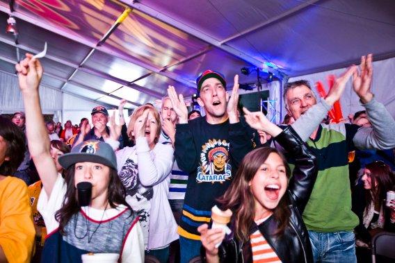 Le premier but des Cataractes avait déjà suscité beaucoup d'enthousiasme chez les fans. (Photo: Olivier Croteau)