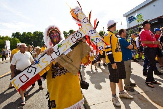 Les fans sont arrivés tôt au Centre Bionest. (Photo: Olivier Croteau)