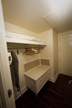 Ceux qui rêvent d'avoir un walk-in à la maison pourront à tout le moins profiter de l'espace qu'offrent les placards de l'hôtel. (Photo André Pichette, La Presse)