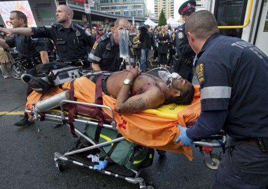 Fusillade Au Centre Eaton De Toronto Un Mort Sept Blesses