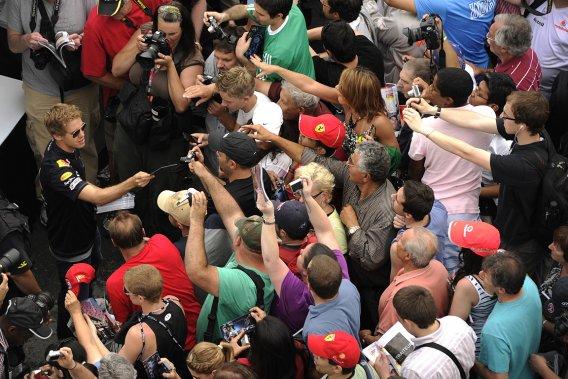 L'année dernière, quelque 12 000 curieux se sont rendus dans l'île Notre-Dame pour participer à la journée portes ouvertes. L'Allemand Sebastian Vettel, de l'écurie Red Bull, était de la partie pour signer des autographes.