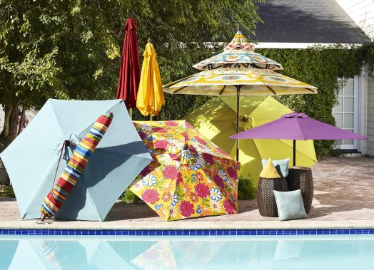 Parasols multicolores chez Pier 1 Import (Photo Pier 1 Import)
