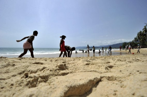 La plage Tokeh près de la capitale Freetown. (AFP)