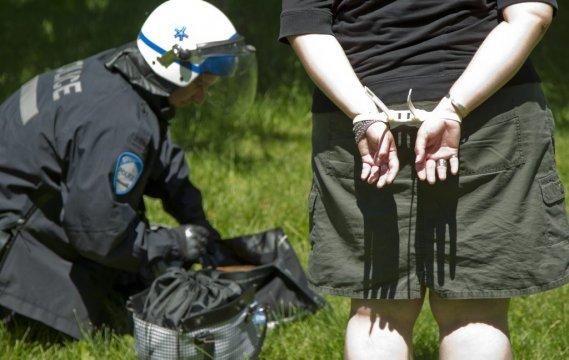 Des arrestations préventives ont eu lieu à la sortie du métro Jean-Drapeau. (Hugo-Sebastien Aubert)