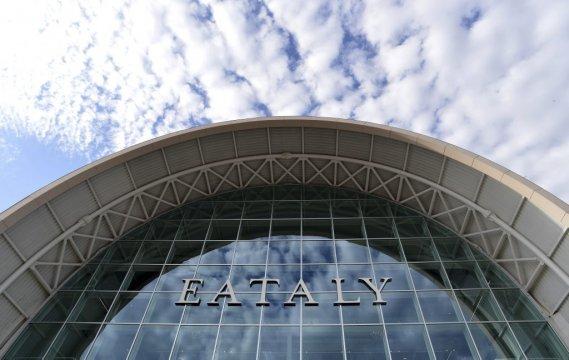 «Bienvenue dans le plus grand endroit du monde consacré à la nourriture italienne. Notre objectif est d'en faire le troisième lieu le plus visité après le Colisée et les Musées du Vatican», a lancé le patron du groupe, Oscar Farinetti, lors d'une visite organisée pour la presse étrangère. (AFP)
