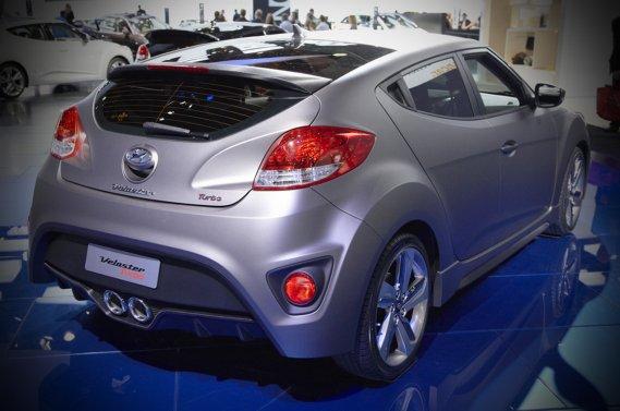 La robe argent matte de la Hyundai Veloster Turbo.