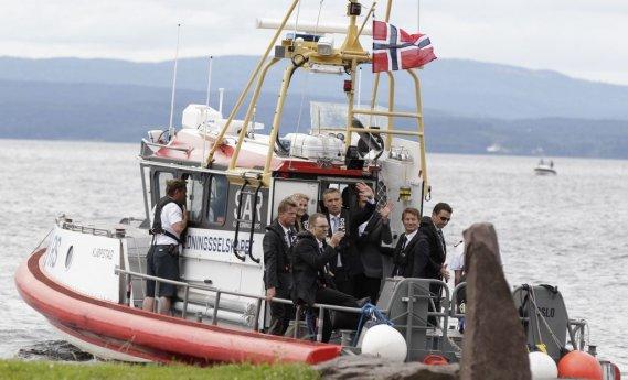 Le premier ministre s'est rendu sur l'île Utoeya pour commémorer le massacre qui s'y est déroulé il y a un an. (AFP)