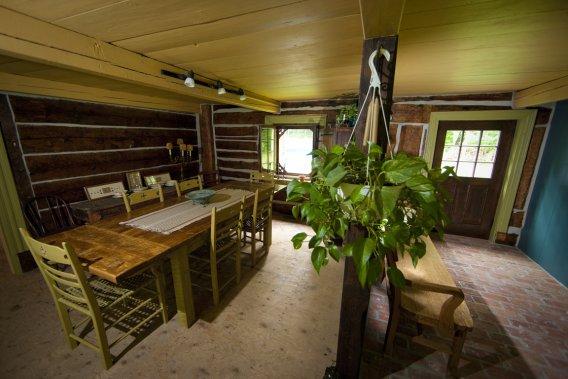 une maison ancestrale en jeu de blocs carole thibaudeau maisons. Black Bedroom Furniture Sets. Home Design Ideas