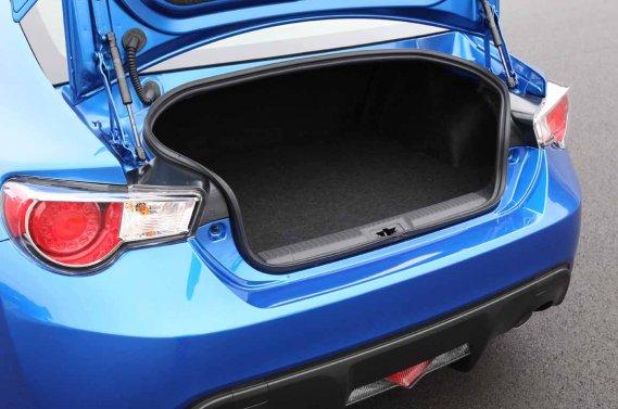 PETITES ESCAPADES: Avec un volume utilitaire équivalant à 149 litres, la FR-S et la BRZ invitent à voyager léger. Il est toujours possible d'augmenter la superficie de cette aire de chargement, mais pour cela, il faut condamner les places arrière, Le dossier de la banquette se rabattant d'un trait. (Photo fournie par Subaru)
