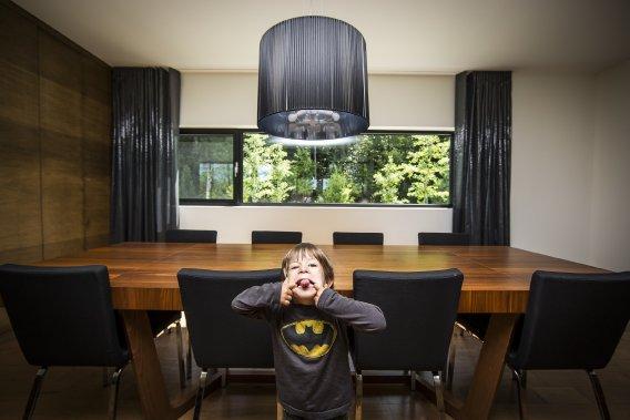 Une maison contemporaine parfaitement organis e lucie lavigne maisons - Salle een diner contemporaine ...