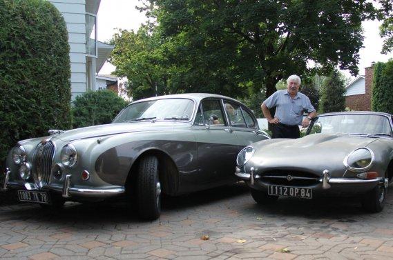 Marcel Boucher possède une demi-douzaine d'anciennes anglaises, dont ces deux Jaguar, une 34Q (à gauche) et une rare Type E 1962.