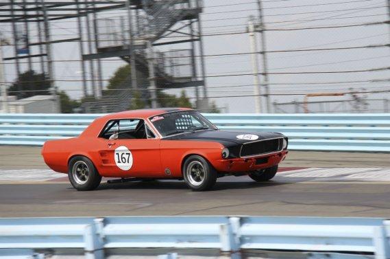 La petite ville de Watkins Glen, dans l'État de New York, a honoré la marque Mustang les 7, 8 et 9 septembre à l'occasion du U.S. Vintage Grand Prix. Le pilote québécois Paul Bissonnette (167) était en piste à Watkins Glen avec sa Mustang 1967.