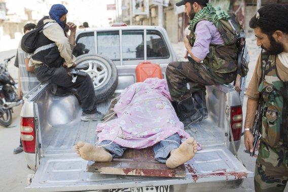 Selon les chiffres avancés par les opposants syriens, plus de 300 personnes ont été tuées dans tout le pays depuis mercredi. (PHOTO ÉDOUARD PLANTE-FRÉCHETTE, LA PRESSE)