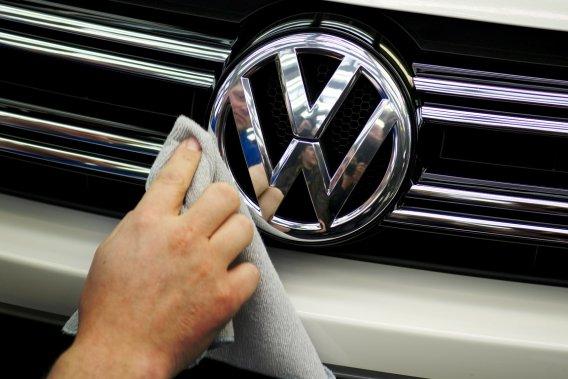 L'enquête vise à déterminer si différents concessionnaires du groupe  Volkswagen ont  conclu des accords illicites pour fixer des rabais sur des ventes de  voitures.