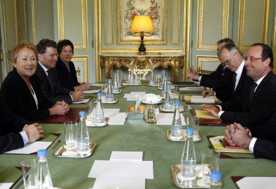 Pauline Marois en rencontre avec le président français François Hollande. (AP)