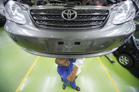 Contrairement à la croyance populaire, une propriétaire n'est pas tenu  de faire réparer son véhicule chez le concessionnaire pour que la  garantie d'origine demeure valide.