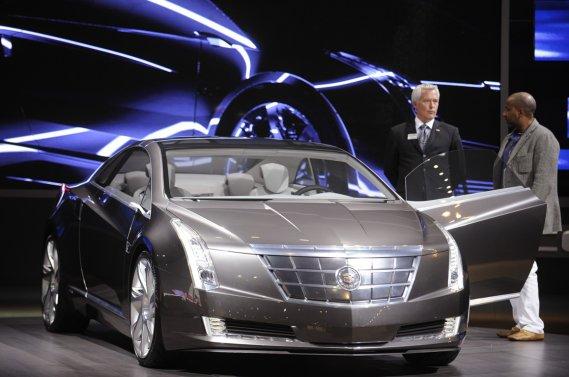 GM a recyclé de vieilles photos de la voiture-concept Converj de 2009  pour illustrer l'annonce de l'ELR. Mais la version définitive de cette  nouvelle Cadillac devrait être dévoilée au salon de l'auto de Detroit en  janvier prochain.