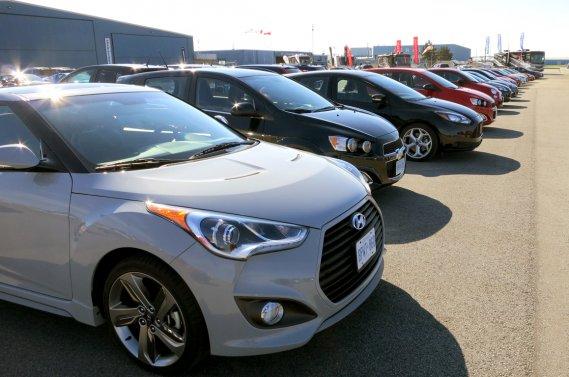 Les journalistes membres de l'AJAC ont du travailler avec plus d'une soixantaine de nouveaux véhicules pour choisir la Voiture de l'année d'abord par catégorie.