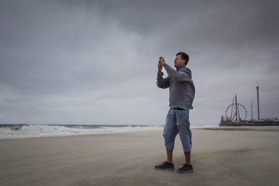 Des milliers d'Américains ont dû évacuer les îles du New Jersey avant 16h00 dimanche. Autrement, les autorités ne pourront possiblement plus prêter secours aux habitants. (Edouard Plante-Fréchette, La Presse)