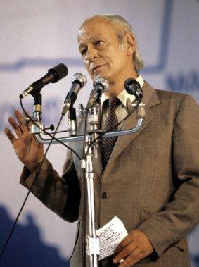 René Lévesque s'adressant aux partisans du Parti Québécois après les résultats du référendum de 1980. (Bernard Brault, La Presse)