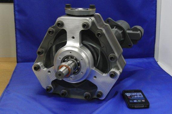 Le moteur rotatif X2 est tout petit, mais tout de même plus volumineux qu'un iPhone.