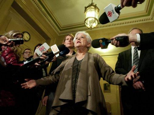Louise Harel, chef de l'opposition a donné un point de presse lundi après-midi, puis s'est adressée aux médias après le discours du maire. (PHOTO MARTIN CHAMBERLAND, LA PRESSE)
