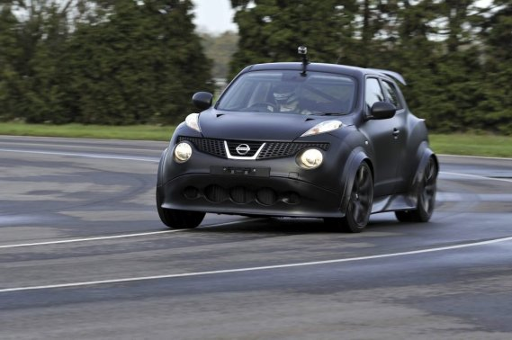 SUR COMMANDE - La direction de Nissan Canada se dit prête à vous offrir cette version R mue par un moteur V6 de 545 chevaux pour peu que vous consentiez à débourser quelque 600000$. Jusqu'à présent, ce modèle a été produit en un seul exemplaire (vendu). Un deuxième est en cours d'assemblage au moment d'écrire ces lignes. (Photo fournie par Nissan)
