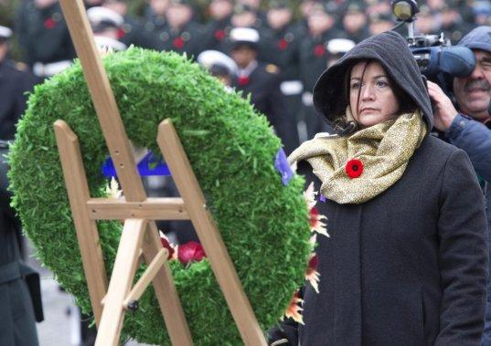 Jour du Souvenir, à Québec. Nathalie Chapados a perdu son mari en Afghanistan, en janvier 2008. (PC)