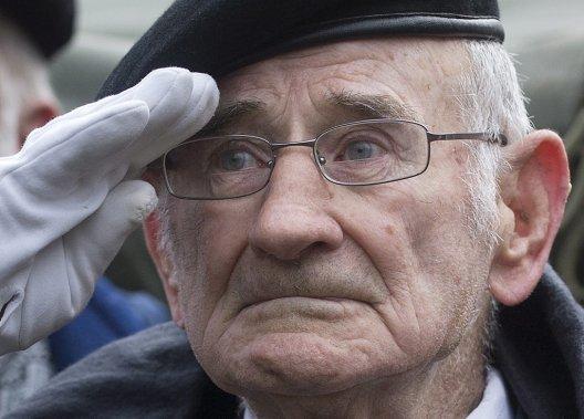 Vétéran de la Deuxième Guerre mondiale, Jacques Nadeau était à Montréal pour commémorer le jour du Souvenir. (PC)