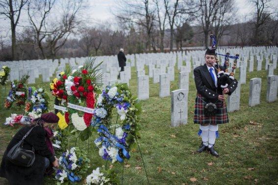 Jour du Souvenir au cimetière Côtes-des-Neiges, à Montréal. (Edouard Plante-Fréchette, La Presse)