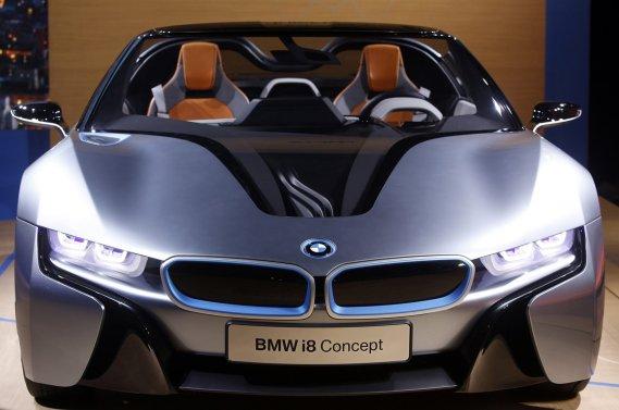 La BMW i8 Spyder Concept, dévoilée en première nord-américaine à New York en 13 novembre, est composée de plusieurs pièces en fibre de carbone.